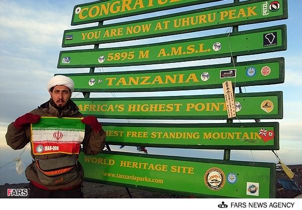 طلبه ایرانی قله کلیمانجارو را فتح کرد + عکس