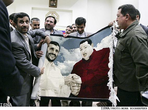 احوال پرسی تلفنی احمدی نژاد از هوگو چاوز