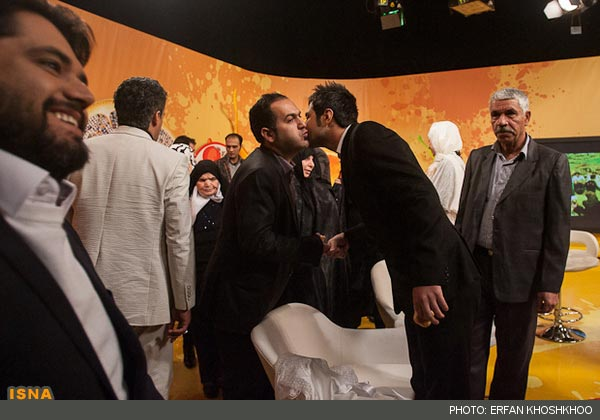 ازدواج در برنامه زنده با حضور علی ضیاء + تصاویر