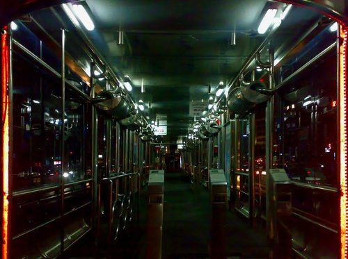دعوا و جیغ و فریاد زنان در اتوبوس BRT تهران