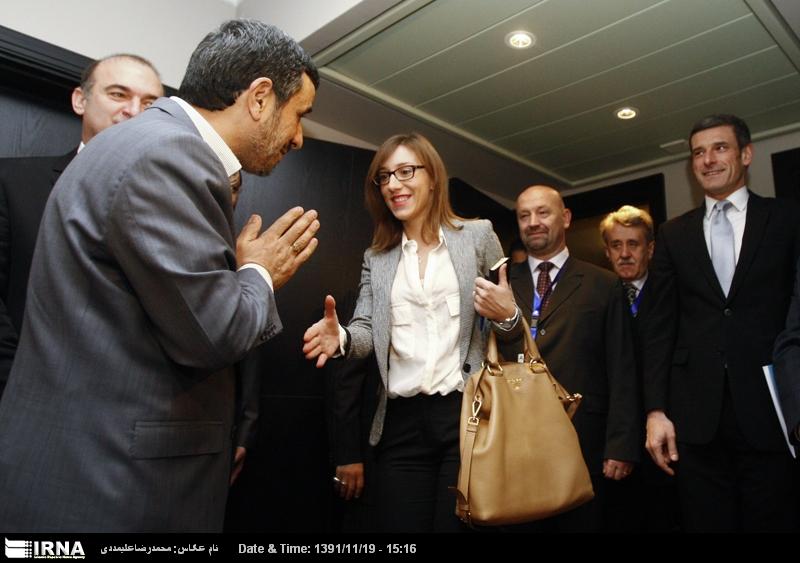 با این حرکت احمدی نژاد موافقید ؟ + عکس