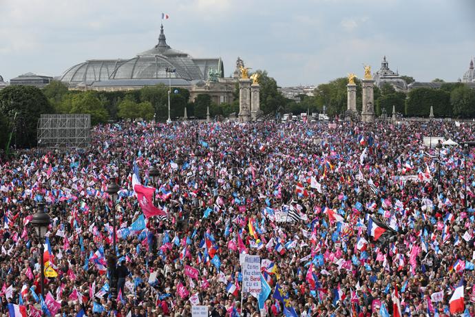 تظاهرات پرشور ضد همجنسبازی در فرانسه + فیلم