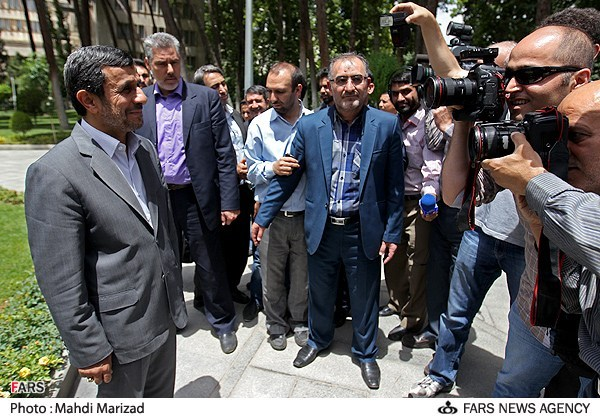 احمدی نژاد در کانون توجه ها/عکس