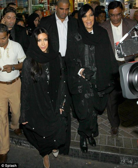 حجاب خواننده و مدل مشهور آمریکایی جنجالی شد!/تصاویر