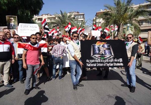 راهپیمایی مردم حلب در حمایت از ارتش سوریه و همبستگی با مردم ترکیه/تصاویر