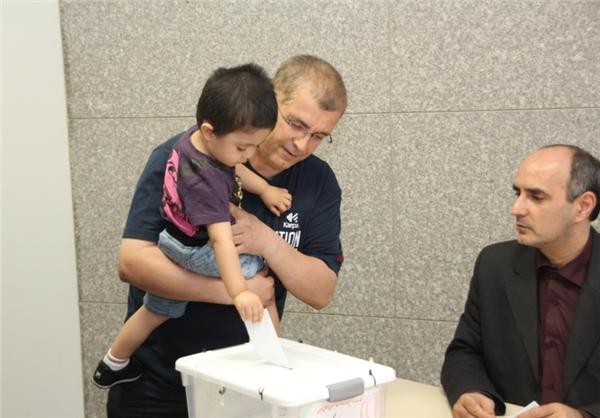 ایرانی های ساکن ژاپن در انتخابات ریاست جمهوری شرکت کردند/تصاویر