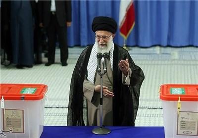 حضرت آیت الله خامنه ای در ساعات اولیه رای گیری انتخابات رای خود را به صندوق انداخت