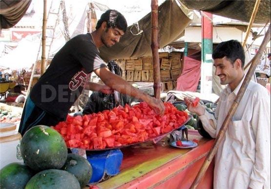 هندوانه فروشی به روشی دیدنی در هند/تصاویر