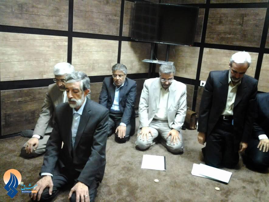 نماز جماعت سعید جلیلی و حداد عادل بعد از آخرین مناظره/عکس