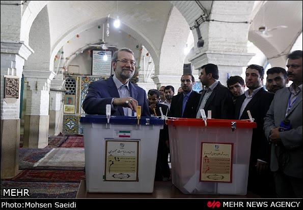 عکس های حضور علی لاریجانی برای رای دادن در انتخابات ریاست جمهوری