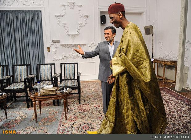 مهمان متفاوت محمود احمدی نژاد/عکس
