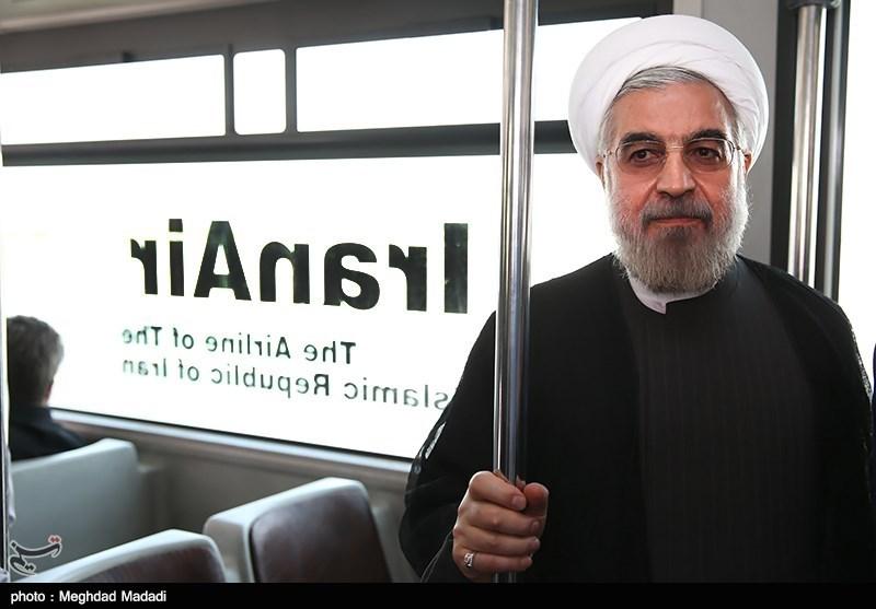 حسن روحانی ؛ تنها و غریب در اتوبوس !/عکس