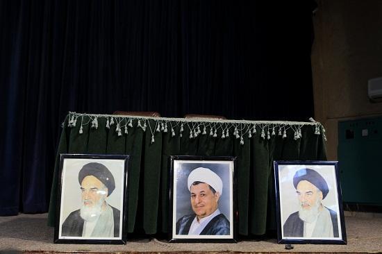 حذف معنادار تصویر ایت الله خامنه ای در میتینیگ انتخاباتی حسن روحانی + عکس