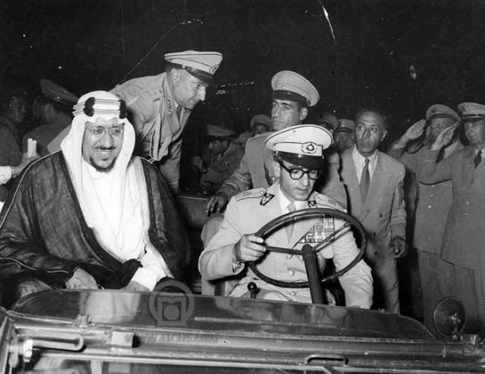 ماشین سواری محمدرضا شاه در کنار پادشاه عربستان/عکس