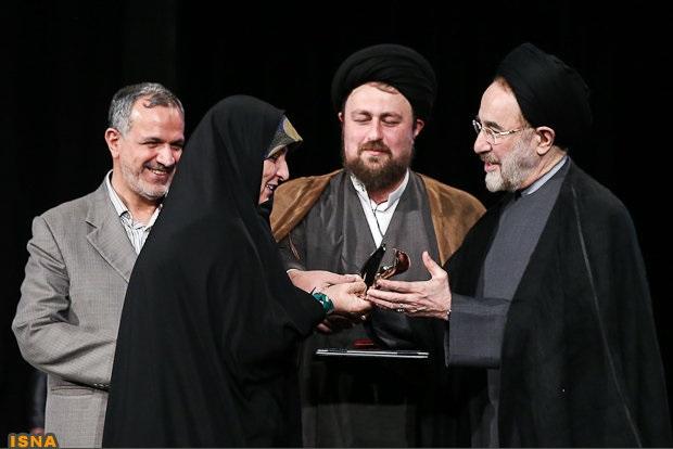خاتمی و سید حسن خمینی در کنار دختر امام راحل(ره) + عکس