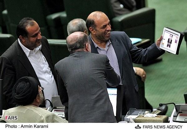 خنده به عکس جوانی نماینده معترض مردم کهگیلویه در مجلس/عکس