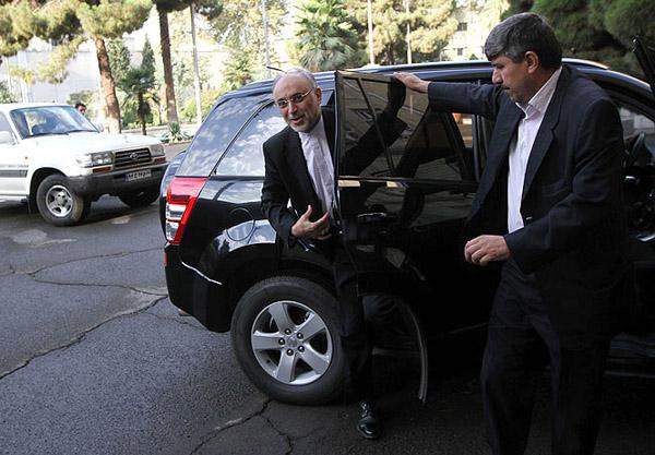 عکس/علی اکبر صالحی چه خودرویی سوار میشود؟