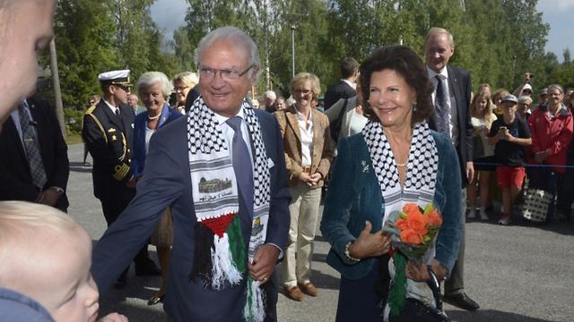 شال فلسطینی بر گردن شاه و ملکه سوئد