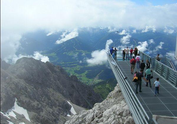 ابتکار عمل خارق العاده مسئولان اتریش بر روی آسمان + عکس