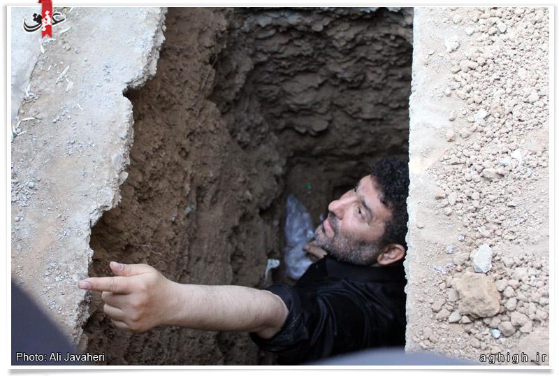 سعید حدادیان در حال قبر کردن پدر/عکس
