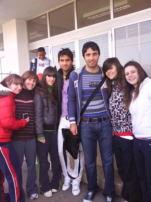 جواد نکونام و مسعود شجاعی در کنار دختران اسپانیایی/عکس