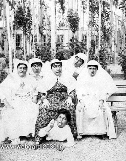 عکس | شکلک در آوردن زنان قاجاری