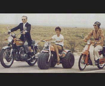 عکس|موتور سواری شاه و فرح