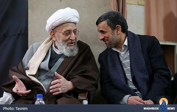 عکس  لبخند معنا دار احمدی نژاد به آیت الله مهدوی کنی