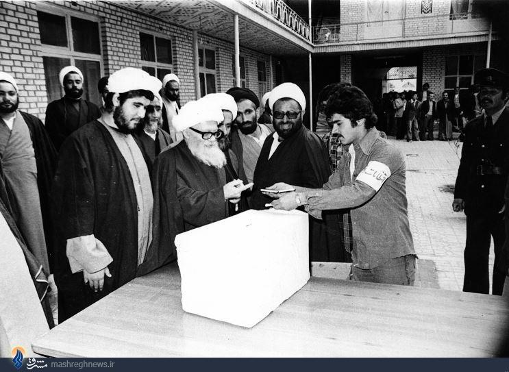 عکس| پدر برادران لاریجانی در12فروردین58