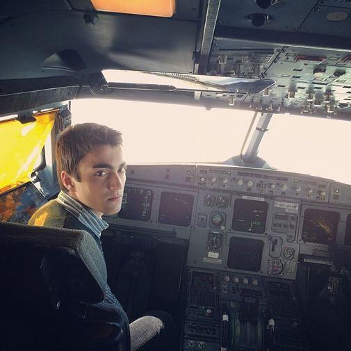 عکس| پسر سیدحسن خمینی در کابین هواپیما