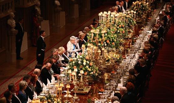 عکس میز شام ملکه انگلیس
