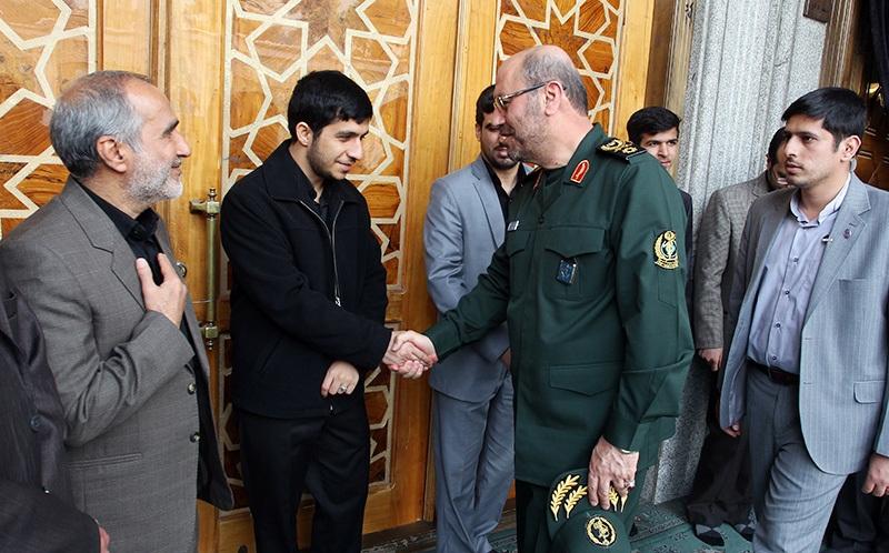 عکس| وزیر دفاع دولت یازدهم و پسر احمدی نژاد