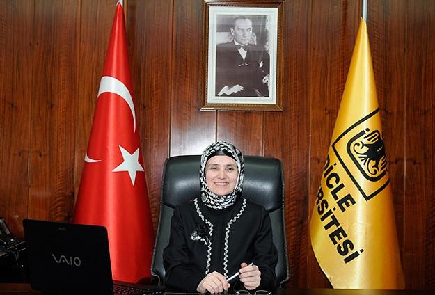 رئیس یک دانشگاه در ترکیه،محجبه شد+عکس