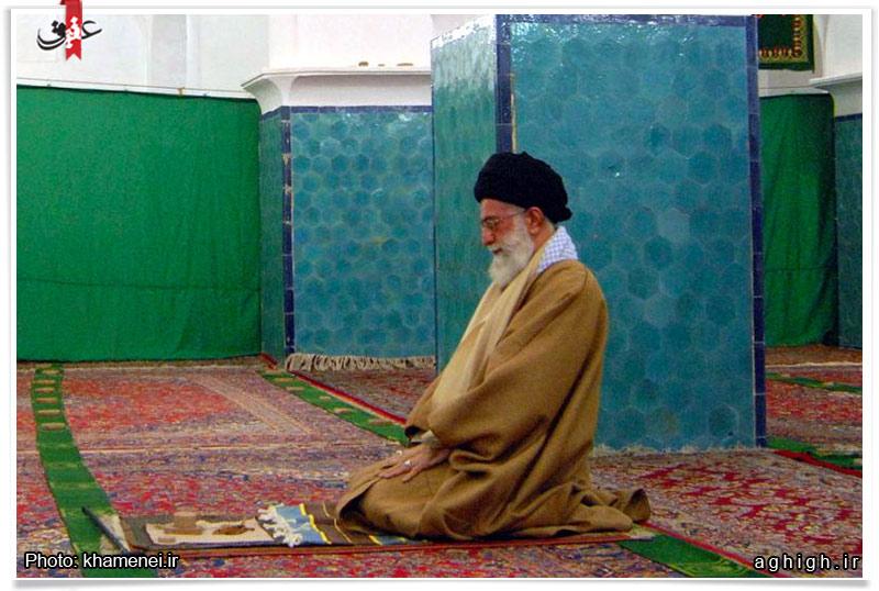 عکس| نماز امام خامنه ای در یزد