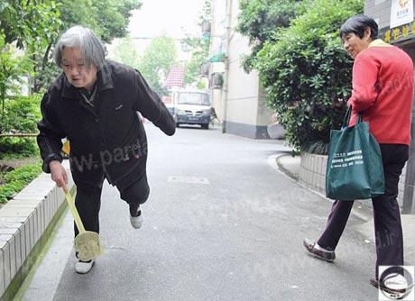 تفریح جالب زن80ساله چینی+عکس