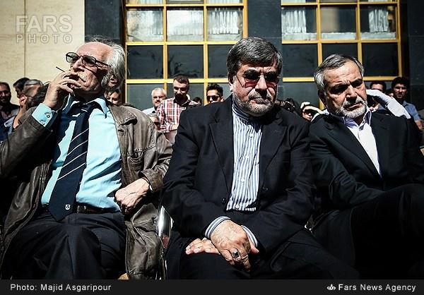 علی جنتی در کنار فردی که گفت:غلط کردیم انقلاب کردیم!+عکس