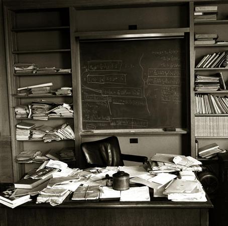 دفتر کار آلبرت انیشتین،لحظاتی پس از مرگ | عکس
