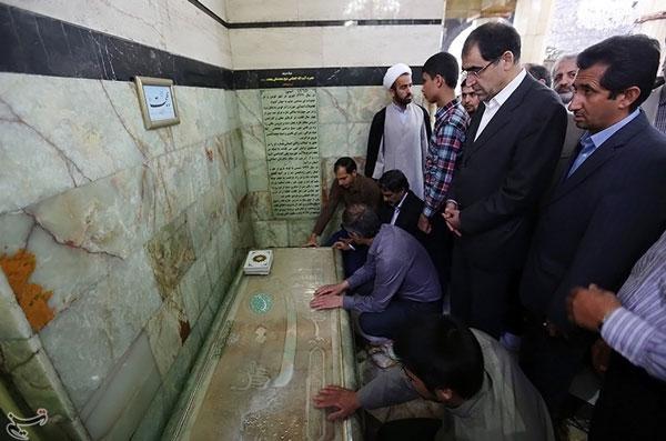 وزیر بهداشت بر سر مزار آیت الله بهجت/عکس