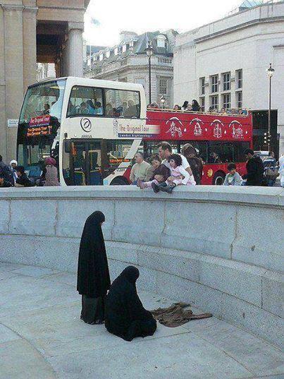 نماز اول وقت دو خانم محجبه