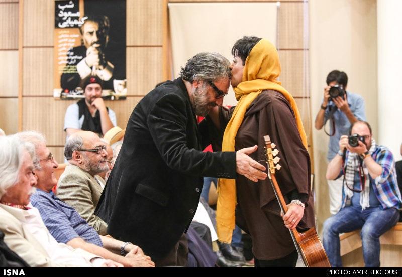 خانوم گیتاریستی که مسعود کیمیایی را در برنامه زنده بوسید + عکس