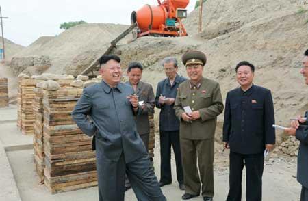 لبخند رهبر کره شمالی در تصاویر بخاطر چیست؟+عکس