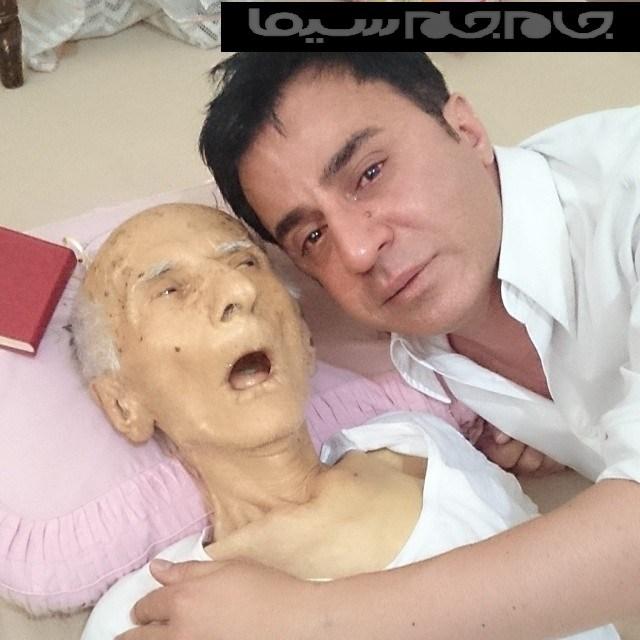 گریه عموپورنگ در بغل جسد پدرش + عکس ناراحت کننده