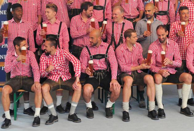 بازیکنان مسلمان بایرن مونیخ از خوردن شراب خودداری کردند+تصاویر