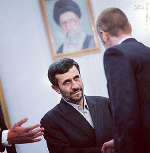 دیدار احمدی نژاد با نماینده وقت انگلستان+عکس