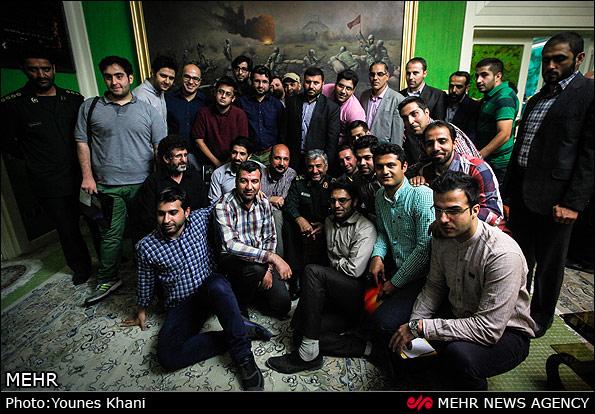 عکس یادگاری خبرنگاران با فرمانده کل سپاه پاسداران