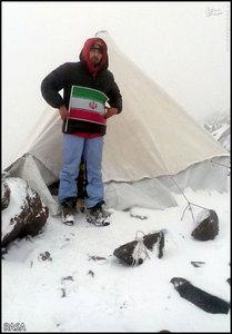 عکس| صعود روحانی کوهنورد به قله آرارات ترکیه