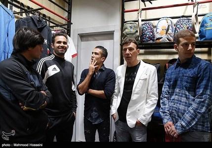 افتتاحیه فروشگاه علی دایی با حضور هنرمندان و ورزشکان+تصاویر