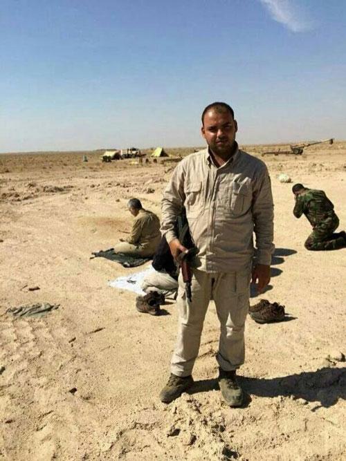 قاسم سلیمانی در حال خواندن نماز در عراق+عکس
