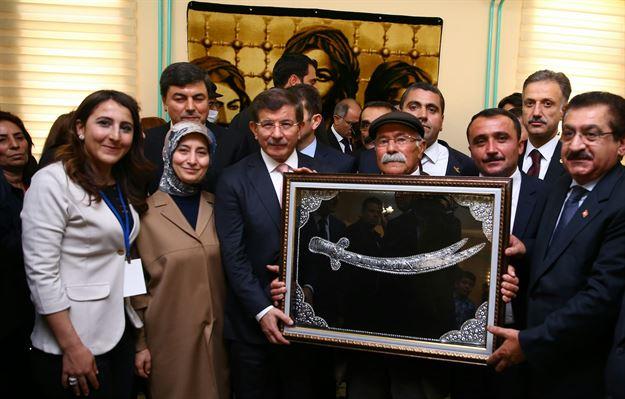 اولین دیدار یک نخست وزیر ترکیه از مسجد علوی ها + تصاویر