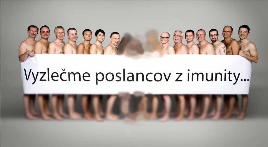 ۱۷نماینده مجلس اسلواکی برهنه شدند/عکس